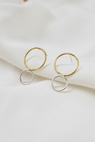 Get yourself some love that lasts. This combination of two metals and two circles makes the perfect Twogether pair.