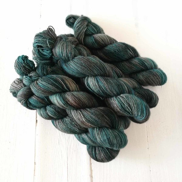 Galleon is a moody medium colourway that calls up images of sunken shipwrecks and coral reefs for me. It is a variegated and delicately seckled colourway in teal, tealy-olives and faded sunbleached wooden browns. It will pair well with Shipwrecked, and creates an interesting fade with Isfahan, Shipwrecked, Chefchauoen Days and Isfahan Dusk.