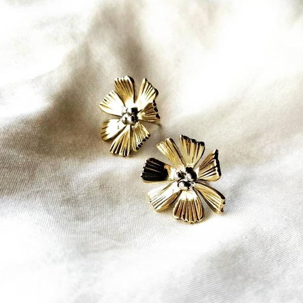 COSMOS Stud Earrings