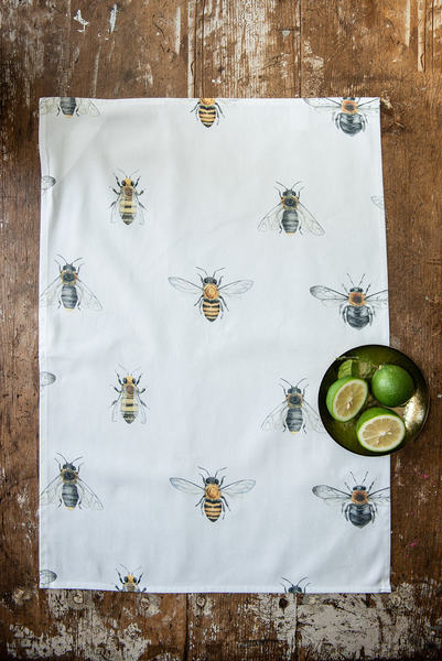 This Tea towels showcases the Honey Bee, Carpenter Bee and the Megachile Chrysorrhoea.   45 cm x 65 cm Made from 100% cotton Made in South Africa