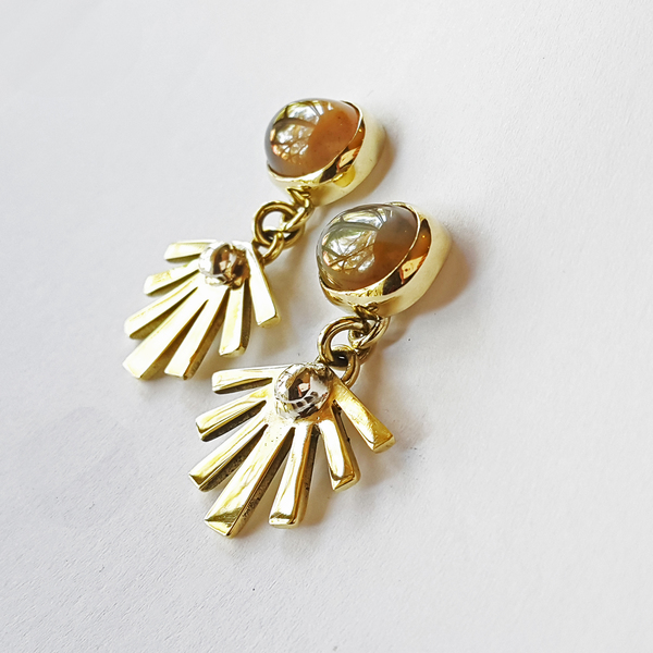 SUNSHINE STONE Stud Earrings are available in your choice of brass, copper or silver with an agate stone. They have a sterling silver earring post.  Each pair of earrings purchased is packaged in a jewellery box, making it ready for gifting.  Please allow 2-4 days for manufacturing and 2-3 days for delivery.