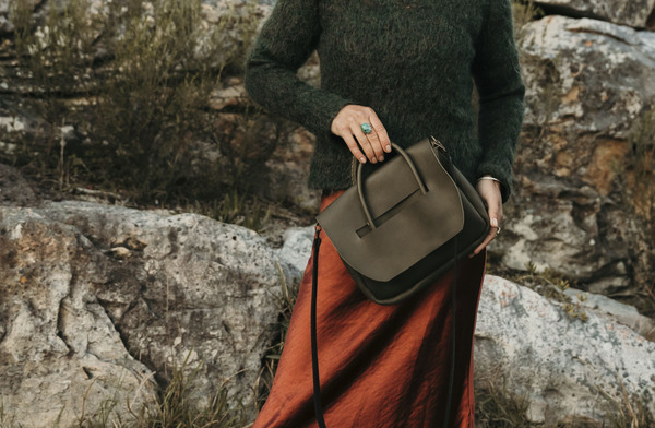 PLEASE NOTE THAT WE HAVE A 7 -14 DAY PRODUCTION LEAD TIME FORALL PRODUCTS, AS THEYARE MADE TO ORDER.    TheHeirloom Crossbody is the perfect bag for your every day essentials.It is hand stitched andmade with locally sourced leather.  It features a long black detachable shoulder strap and olive rolled handles. It is unlined.  Dimensions: W22cm x H18cm x D5cm.  Ilundi products aremade with the finest quality materials available. Any irregularities in the colour or in the grain are normal characteristics of natural leather. Leather items may have wrinkles, scars or scratches, that are an inherent quality and natural beauty of the hide.    SHIPPING:  South African orderssent withDawn Wing, 2-3 working days (over and above the production lead time). International orders sent via DHL. Fees automatically calculated at checkout.All customs fees to be paid by the receiver.