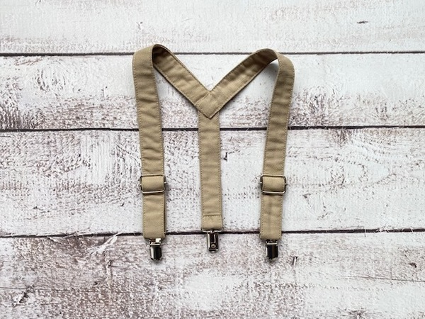 Adjustable suspenders that can be used with any pair of pants.  Pair it with a bowtie or long tie for a snazzy outfit.  Bowtie not included.  All products are handmade locally.  Shipping can take up to 10 workingdays.  Please contact us if you need the products sooner.