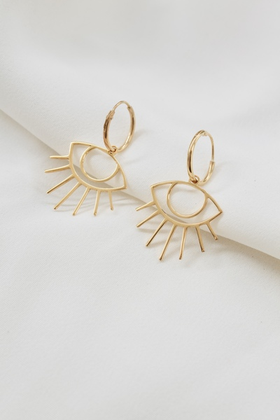 - Material: 18k gold plated brass  