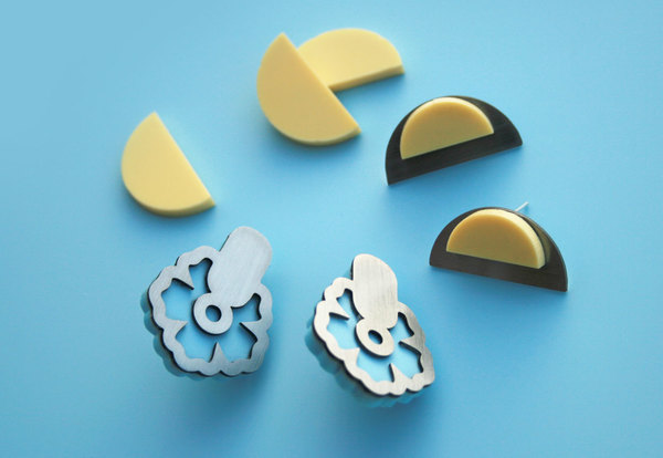 Stainless steel floraltop with coloured Acrylic layer.  Available in pastel blue or yellow.
