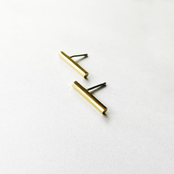 MEDIUM BAR Stud Earrings