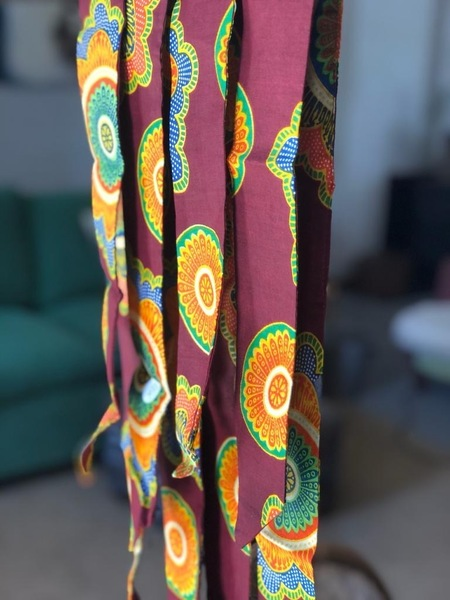 Handmade Shwe-Shwe print hairties for women. Crafted by local Stellenbosch women, providing employment and skills to women in the community.  (NOTE: Close up photo is the print of this product)