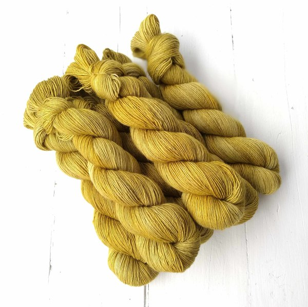Kliluk Gold is a warm, antiqued golden colour inspired by the golds of the Kliluk Lake in British Columbia. It is a medium, semi-solidcolourway.