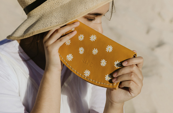 Rumi Purse - marigold daisy